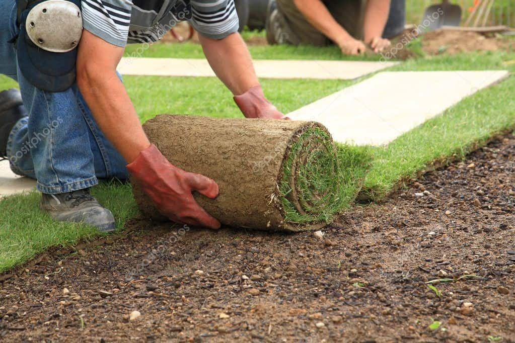 How to Lay Astro Turf for Gardens